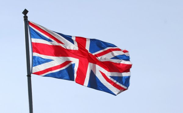 Hoist UK keeps the Flag Flying Hoist UK Case Study